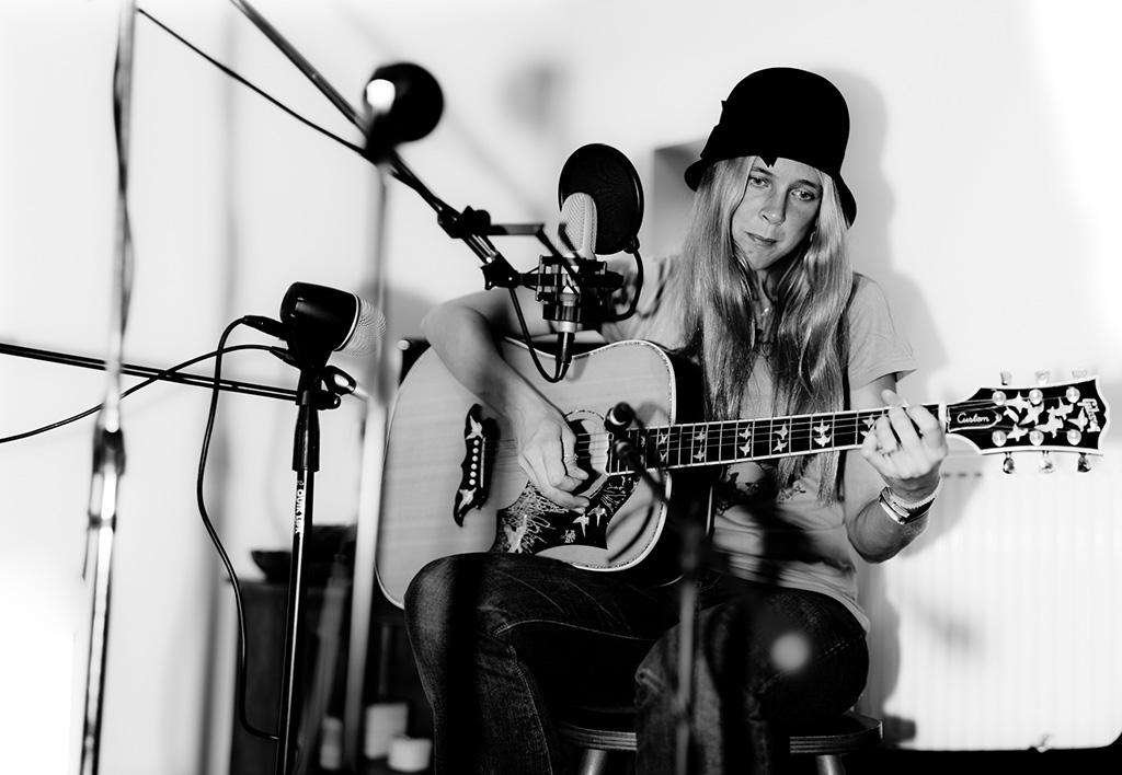 Ruth Tolkien acoustic singer songwriter